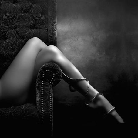 Фото Женская ножка в жемчужной ниточке (© Malenkoe 4ydo), добавлено: 05.03.2012 08:50
