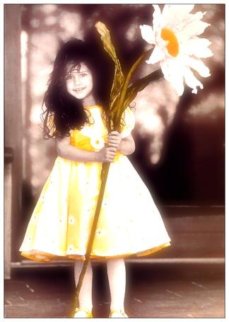 Фото Девочка с большой ромашкой (© Флориссия), добавлено: 05.03.2012 12:37