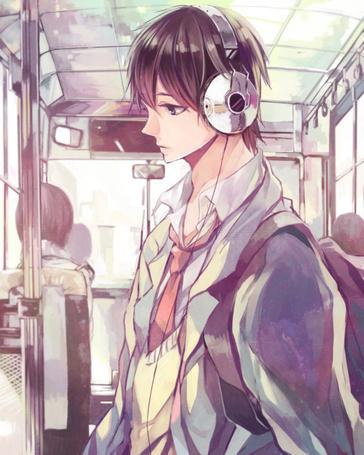 Фото Парень в наушниках стоит в автобусе