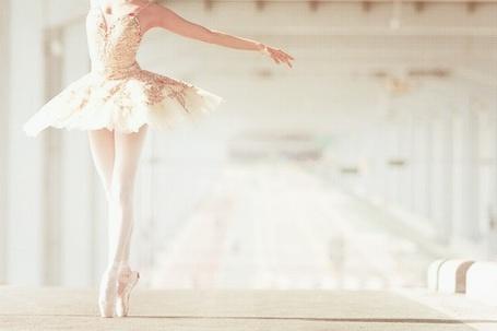 Фото Девушка-балерина танцует (© Julia_57), добавлено: 09.03.2012 08:37