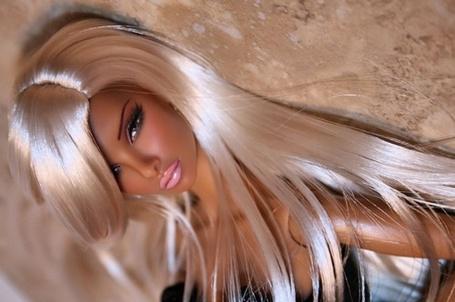 Фото Кукла Барби с красивыми лакированными волосами