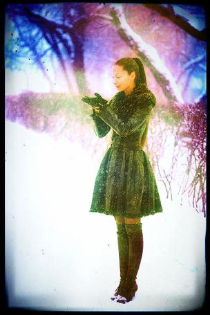 Фото Девушка ловит снежинки (© Флориссия), добавлено: 12.03.2012 14:07