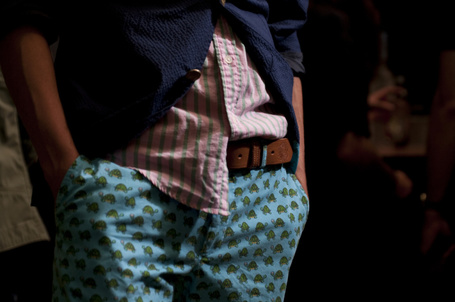 Фото Парень в пиджаке засунул руки в прикольные штаны,небрежно выглядывает рубаха (© ilonita), добавлено: 14.03.2012 16:34