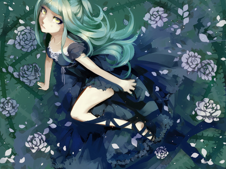 Фото Плачущая зелёноволосая девушка в пышном чёрном платье