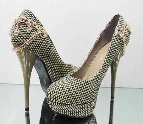 Фото Женские туфли с цепочкой (© Анютка765), добавлено: 22.03.2012 13:09