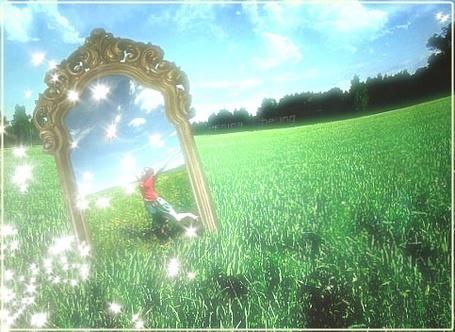 Фото Зазеркалье (девушка отражается в зеркале, которое стоит на траве)