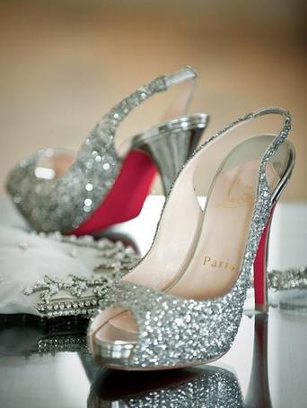 Фото Гламурные туфли со стразами (Paris) (© Феминистка), добавлено: 24.03.2012 23:14