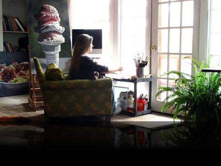 Фото Художница Painter Mary Ellen Johnson за работой, рисует свои аппетитные картины сидя в стареньком кресле напротив окна (© Radieschen), добавлено: 28.03.2012 08:35