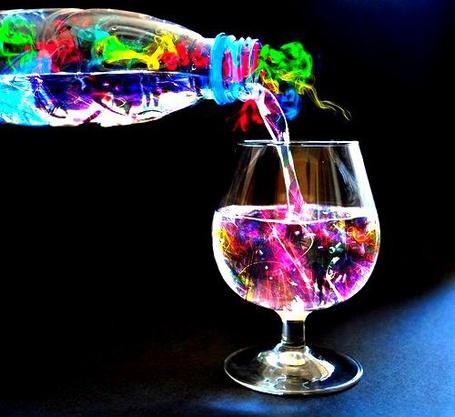 Фото Из бутылки в бокал наливают магическую воду (© Кофе мой друг), добавлено: 28.03.2012 12:32