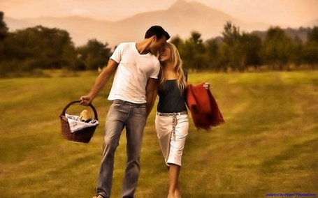 Фото Парень и девушка идут на пикник