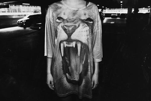 Фото Девушка в тунике со львом: http://photo.99px.ru/photos/52751/