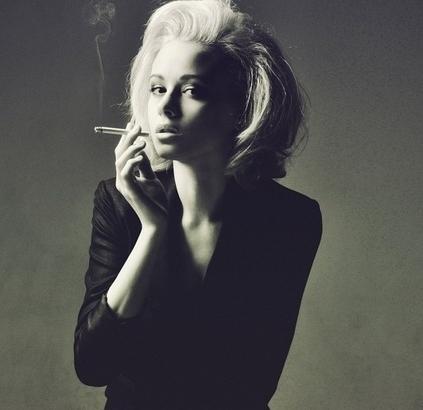 Красивые развратные девушки с сигаретой фото