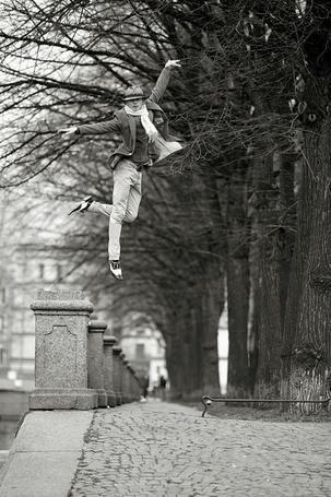 Фото Уличные танцы (или очень высокий прыжок), фотограф - Виталий Соколовский