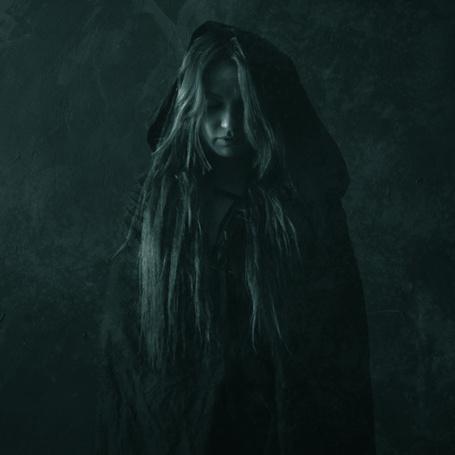 Фото Девушка в черной накидке, автор Jarosław Datta (© Radieschen), добавлено: 06.04.2012 20:43