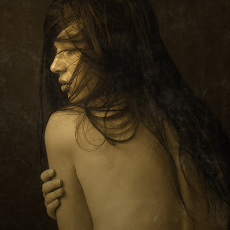 Фото Лохматая девушка повернулась спиной, автор Jarosław Datta (© Radieschen), добавлено: 06.04.2012 20:50