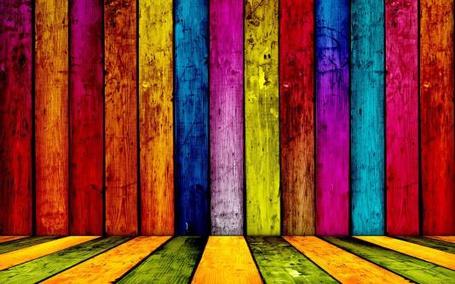 Фото Деревянная радуга. Разноцветная деревянная стена (© Anatol), добавлено: 10.04.2012 15:08