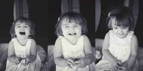Фото Маленькая девочка улыбается