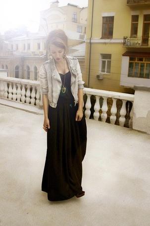 Фото Девушка в городе (© Leeemon), добавлено: 15.04.2012 02:04