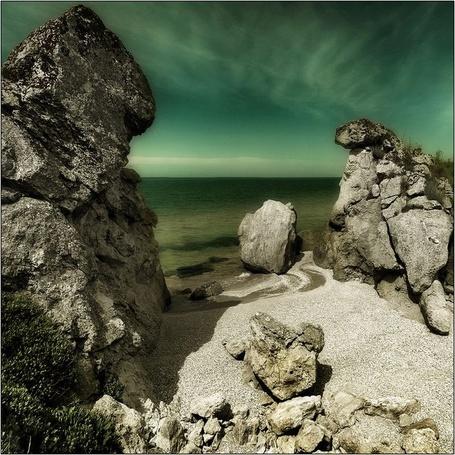 Фото Гористый берег моря и, какого-то фантастического цвета, небо (© Anatol), добавлено: 17.04.2012 13:39