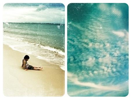 Фото Мальчик сидит на берегу моря / Небо в облаках