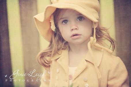 Фото Рыжая девочка в желтой шляпке. Фотограф Джени Ли / Jenie Leigh