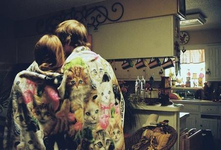 Фото Парень с девушкой под пледом