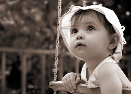 Фото Девочка на качелях в белой панамке (by Gvedoshvili M.) (© Эротиkа), добавлено: 20.04.2012 10:54