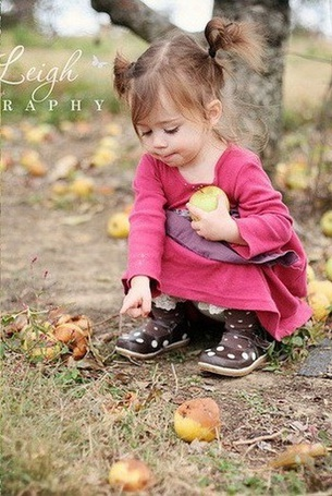 Фото Девочка собирает яблоки в саду (Jenie Leigh) (© Эротиkа), добавлено: 20.04.2012 11:09