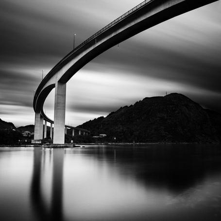 Фото Пешеходный мостик над рекой, фотограф - Michel Rajkovic (© Malenkoe 4ydo), добавлено: 23.04.2012 07:52
