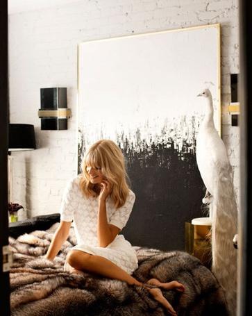 Фото Девушка сидит на кровати (© Mary), добавлено: 24.04.2012 23:47