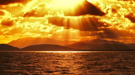 Фото Золотое сияние солнца над морем, фотограф - Isac Goulart (© Malenkoe 4ydo), добавлено: 28.04.2012 08:30