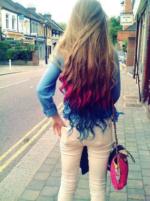 Фото девушка с длинными разноцветными