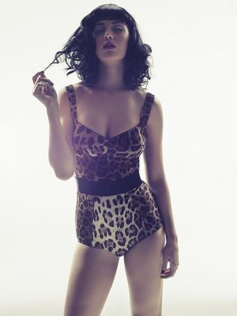 Фото Певица Katy Perry / Кэти Перри в леопардовом наряде, Фотограф Simon Emmett (© Radieschen), добавлено: 06.05.2012 09:43
