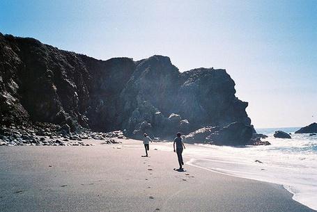 Фото Парни бегут по пляжу (© Mary), добавлено: 06.05.2012 23:02
