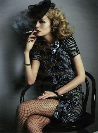 Фото Гламурная девушка в шляпке курит сигарету (© Anatol), добавлено: 08.05.2012 01:02