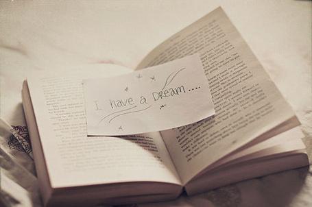 Фото Открытая книга с запиской (I have a dream / Я имею мечту) (© Кофе мой друг), добавлено: 11.05.2012 13:18