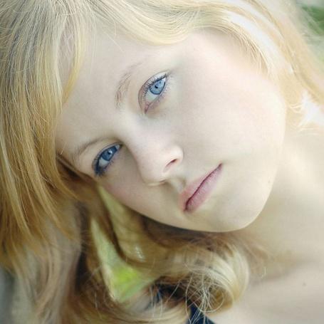 Фото Сероглазая мечтательница (© Anatol), добавлено: 11.05.2012 15:30