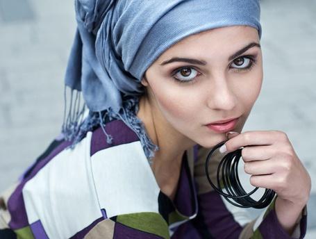 Фото Портрет девушки, волосы повязаны платком (© Anatol), добавлено: 11.05.2012 15:39