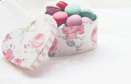 Фото Печенье 'Macarons' в коробке в виде сердечка с принтом цветов (© Кофе мой друг), добавлено: 13.05.2012 17:58