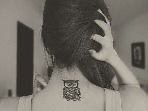 Фото татуировка в виде совы на спине у