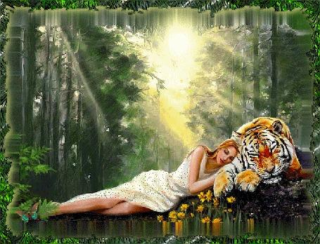 Фото Девушка спит в лесу , прислонившись к тигру