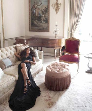 Фото Красивая девушка в длинном чёрном платье лежит на кровати (© Штушка), добавлено: 03.06.2012 16:51