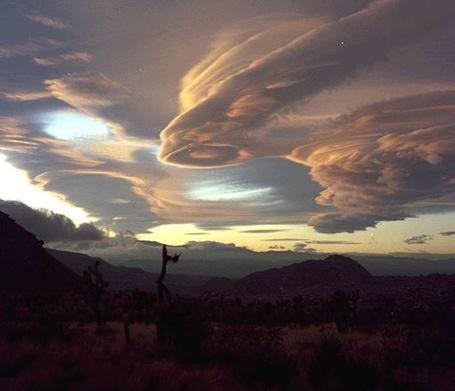 Фото Вечерние облака необычной формы (© INFERI), добавлено: 03.06.2012 18:13