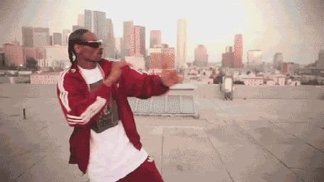 Фото Снуп Дог / Snoop Dogg танцует на крыше