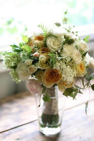 Фото Нежный букет из роз и других цветов и листьев в прозрачной вазе (© Princessa), добавлено: 05.06.2012 02:07