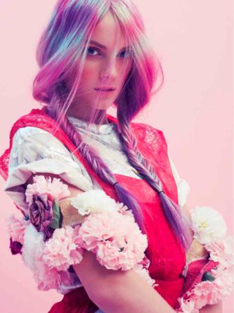 Фото Красивая девушка в ярком костюме (© Штушка), добавлено: 05.06.2012 19:24