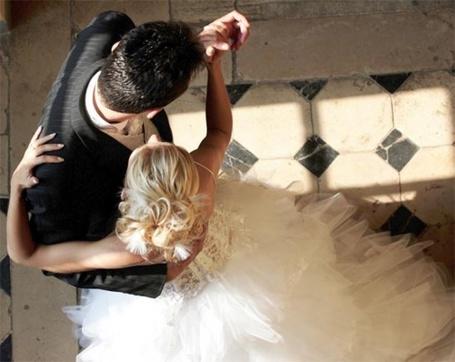Фото Жених и невеста танцуют (© Небо в ладонях), добавлено: 06.06.2012 17:51