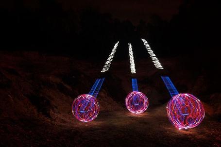 Фото Светоживопись - Светящиеся шары (© Anatol), добавлено: 08.06.2012 15:07