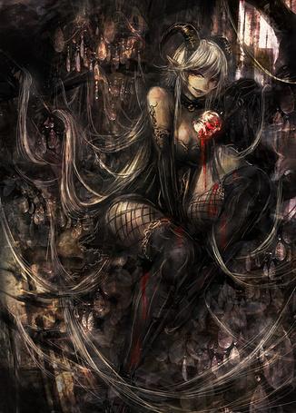 Фото Девушка-демон с рюмкой в руке
