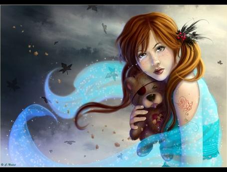 Фото Плачущая девушка с игрушечным мишкой